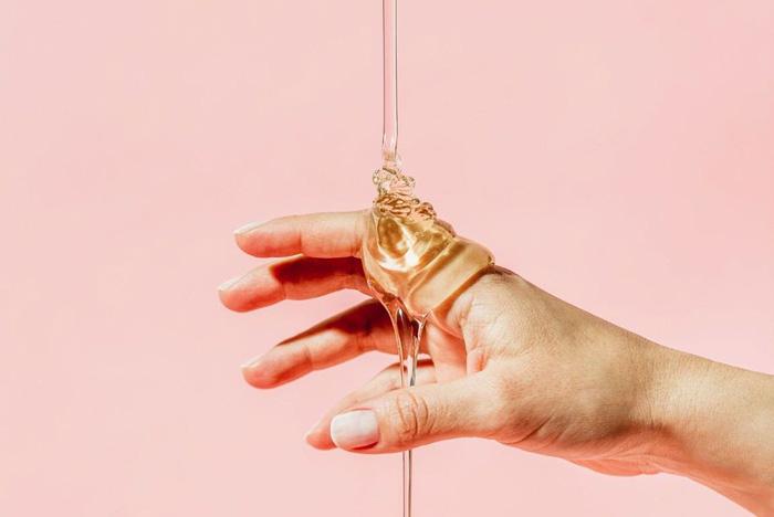 چگونه ، چه موقع و چرا عسل برای مراقبت از زخم استفاده می شود؟